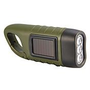 手と太陽光発電のLED懐中電灯(緑)