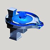 現代風 デッキマウント LED / 滝状吐水タイプ with  セラミックバルブ シングルハンドルつの穴 for  クロム , バスルームのシンクの蛇口