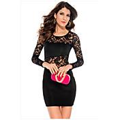 El cordón de manga larga que cose el vestido atractivo de la cadera del paquete