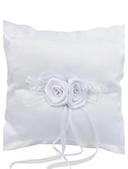 Elegantní snubní prsten polštář v saténu s květinami a drahokamu