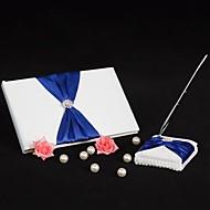 prakt bryllup gjestebok og penn sett med kongeblå sash skilt i boken