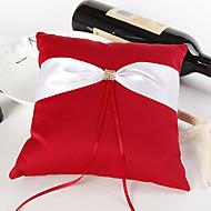 fet rød giftering pute med elfenben sash