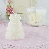 4 개의 화이트 세트에서 고전적인 웨딩 케이크 촛불
