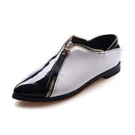 Rome style tip zipper slip-on