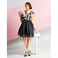 TS Couture® Cocktail Party Dress - White / Black A-line V-neck Knee-length Lace / Organza