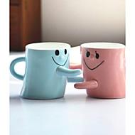 カップのカップルカップのための顔の抱擁を笑顔2個バレンタインの贈り物男性と女性の友人の誕生日プレゼントの愛好家