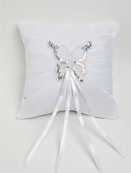 almohada anillo de boda de raso blanco con decoración de mariposas