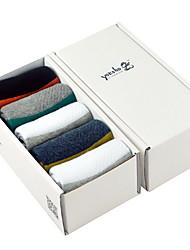 caixa de homens refinados dos esportes de meias