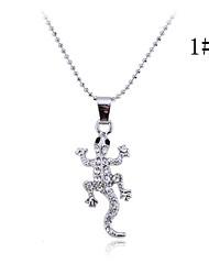 Lureme®Alloy Zircon Wall Gecko Pendant Necklace (Assorted Colors)