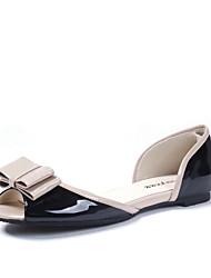 Geschmackvolle Lackleder flache Sandaletten mit bowknot Freizeitschuhe