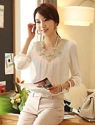 Шифоновая блузка с вязанными крючком кружевными вставками