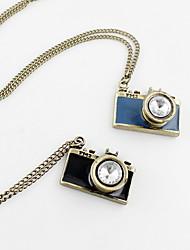 Fashion Camera Style-Zink-Legierung mit Strass Halskette (weitere Farben)