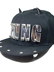 Moda Unissex Estilo Punk King Gold Letra e chifre de boi Rivet Black Hat para as Mulheres Homens Senhoras
