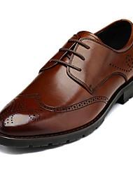 Zapatos de Hombre Oxfords Oficina y Trabajo / Vestido / Fiesta y Noche Cuero Negro / Marrón