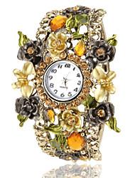 Frauen-Böhmen-Art-Champagne Blumendekor Bronze Legierungs-Quarz-Armbanduhr