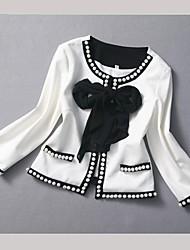 En noir et blanc perle manteau des femmes