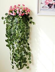 Style rural Simulation de lierre avec Fer Forgé panier de fleur et la petite Rose