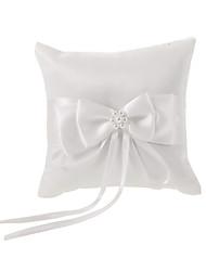 Elfenbeinringkissen aus weißem Satin mit bowknot Fauxperle