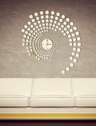 Часы настенные зеркальные из множества кругляшков
