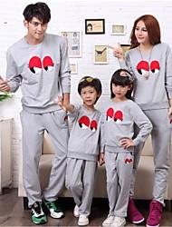 les parents de loisirs de la mode des enfants de la famille de cols autour de deux ensembles morceau de vêtements