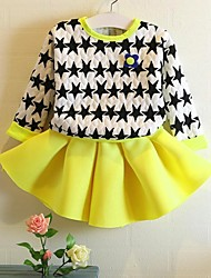 Girl's Printed Star Fashion Tee and Pleated Skirt Clothing Sets