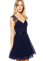 solide robe en dentelle couleur balckless de ADI, les femmes