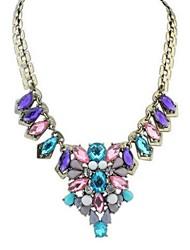 collar de piedras preciosas bromista de la manera aristocrática europea de las mujeres (color al azar)