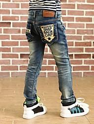 outono de jeans do garoto