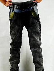 pantalones vaqueros de venta del muchacho