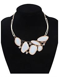 irréguliers perles de géométrie des femmes se regroupent dossard mignon collier déclaration