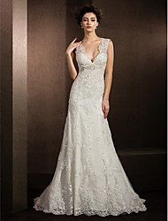 Lanting Bride® Sheath / Column Petite / Plus Sizes Wedding Dress Lacy Looks Court Train V-neck Lace with Appliques / Sequin / Beading