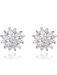 women'sroxi cadeaux classiques autrichiens authentiques du blanc éclatant de petits cristaux de zircon fleurs boucles d'oreille (1 paire)