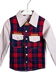 nuevas rayas de la llegada del muchacho comprobar las camisas del color de contraste
