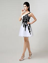 A-ligne un épaule genou longueur dentelle tulle cocktail robe de soirée avec appliques
