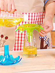 Creative Kitchen Spray Shape Heat Resistant Oil Water Liquid Funnel (Random Color)