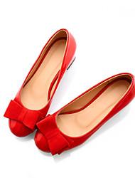 Women's Shoes Patent Leather Low Heel Heels/Styles Pumps/Heels Wedding/Office & Career/Dress/Casual Black/Red