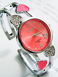 Women's New Round Dial Diamond Heart-Shaped Pattern Alloy Shaped Strap Fashion Quartz Watch (Assorted Colors) Cool Watches Unique Watches