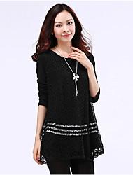 sólido de color blanco / negro de la blusa de las mujeres, además de los tamaños de cuello redondo de manga larga de encaje de ganchillo