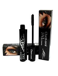 le mascara Volume eau noire friser la preuve et le maquillage des yeux d'épaisseur