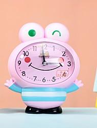 bonecos cartoon rt rosto sorridente um despertador