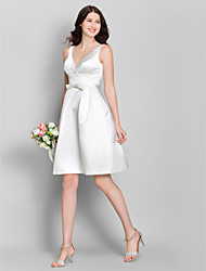 Lanting Bride® Knee-length Satin Bridesmaid Dress - A-line V-neck with Bow(s)