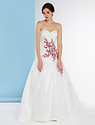 Lanting Bride® A-line Wedding Dress Sweep / Brush Train Sweetheart Lace/Organza with Appliques / Lace