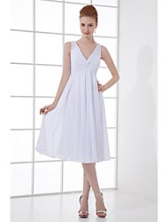 Lanting Bride® Knee-length Chiffon Bridesmaid Dress - A-line V-neck with Beading / Buttons
