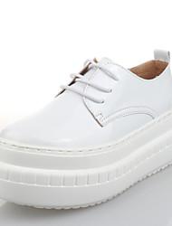 Scarpe Donna-Sneakers alla moda-Tempo libero / Formale / Casual-Plateau / Comoda-Piatto-Vernice-Nero / Bianco