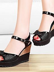 Zapatos de mujer-Tacón Cuña-Tacones-Sandalias-Oficina y Trabajo / Vestido / Fiesta y Noche-Sintético-Negro / Oro