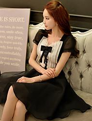 Mulheres Vestido Evasê / Pequeno preto Sexy Color Block Acima do Joelho Decote V Poliéster