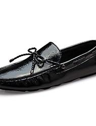 Herren-Flache Schuhe-Lässig-Lackleder / PU-Flacher Absatz-Komfort / Mokassin / Flache Schuhe-Schwarz / Blau / Weiß