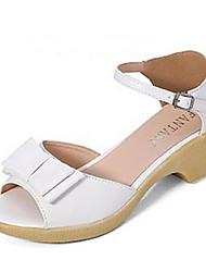 женская обувь лакированная кожа коренастый пятки Bowknot Peep Toe / комфорт сандалии платье / вскользь