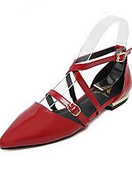 sapatos femininos pu verão apontou sandálias de dedo vestir planas salto outros preto / vermelho / prata