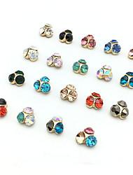 5pcs cristal de diamant à ongles de couleur aléatoire